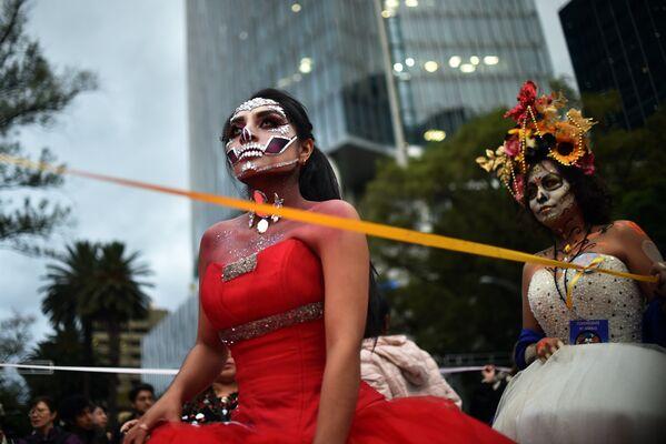 Участницы карнавала Катрина в Мехико