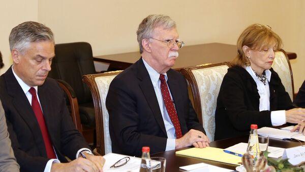 Советник президента США по вопросам национальной безопасности Джон Болтон во время встречи с секретарем Совета безопасности РФ Николаем Патрушевым в Москве. 22 октября 2018