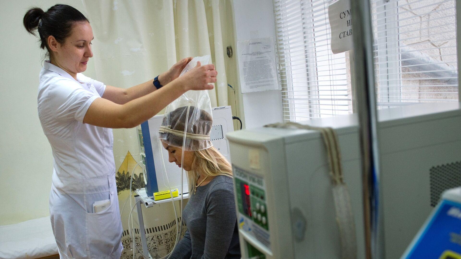 Девушка на сеансе озонотерапии в санатории Ай-Петри - РИА Новости, 1920, 23.04.2021