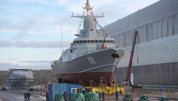 Малый ракетный корабль Буря проекта 22800 перед началом спуска на воду на Ленинградском судостроительном заводе Пелла в Ленинградской области. 23 октября 2018