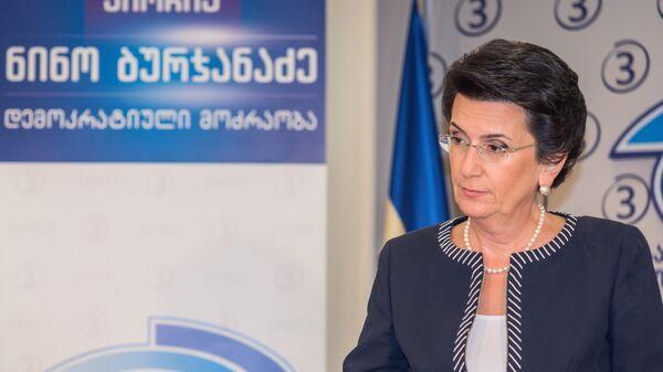Нино Бурджанадзе во время пресс-конференции о политической ситуации в Грузии и предстоящих выборах главы государства
