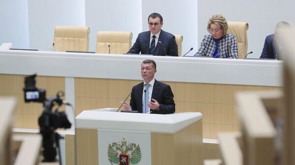 Министр труда и социальной защиты РФ Максим Топилин выступает на пленарном заседании Совета Федерации РФ в Москве. 24 октября 2018