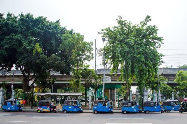 Тук тук на улице Джакарта