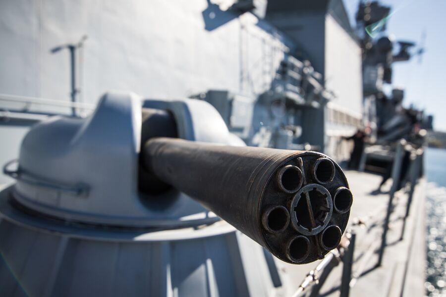 Зенитная пушка АК-630М на фрегате Адмирал Макаров