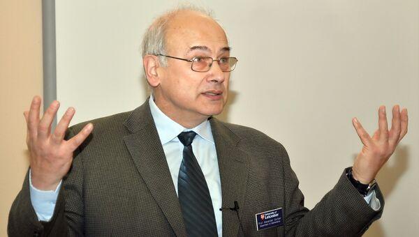Ученый Александр Горбань