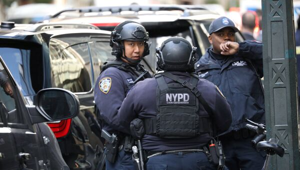 Полиция у здания Time Warner Center в Нью-Йорке. Архивное фото
