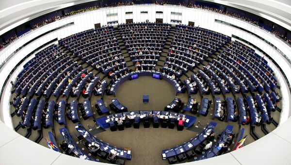 Члены Европейского парламента участвуют в голосовании в Европейском парламенте в Страсбурге, Франция. 24 октября 2018