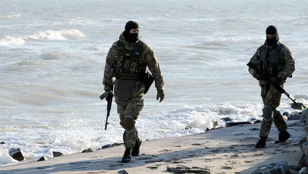 Украинские военные на побережье Азовского моря. Архивное фото