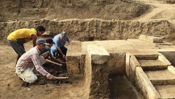 Археологи на месте раскопок в Каире, где был обнаружен зал торжеств фараона Рамзеса II. Архивное фото
