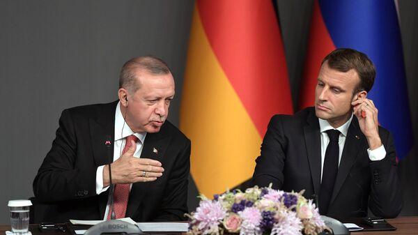 Президент Турции Реджеп Тайип Эрдоган и президент Франции Эммануэль Макрон