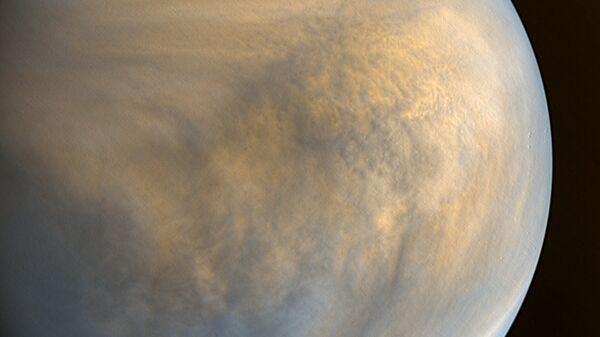 Фотография Венеры в оптическом и ультрафиолетовом диапазоне, полученная камерами зонда Акацуки