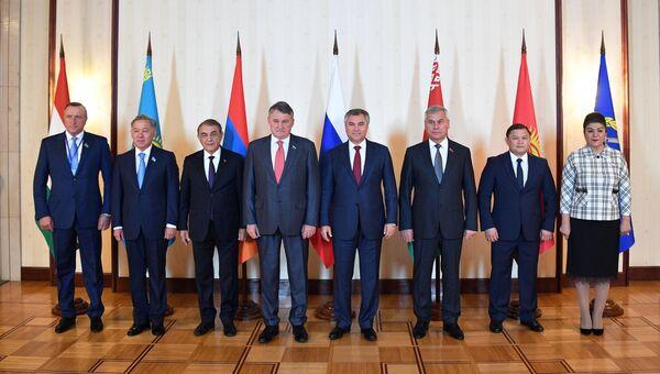 Участники Парламентской ассамблеи Организации Договора о коллективной безопасности во время заседания в Москве. 29 октября 2018