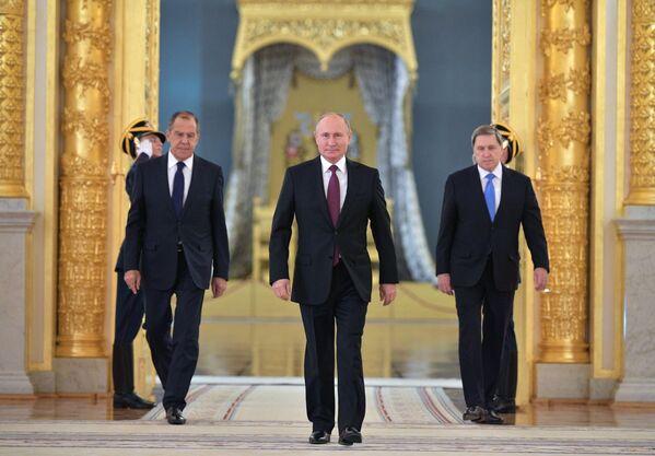 Президент РФ Владимир Путин на церемонии вручения верительных грамот послов иностранных государств в Александровском зале БКД