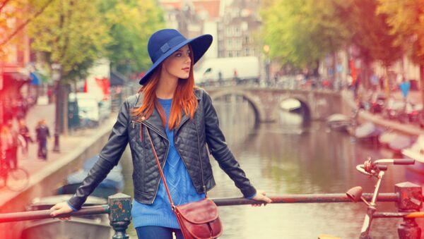 Девушка в Амстердаме