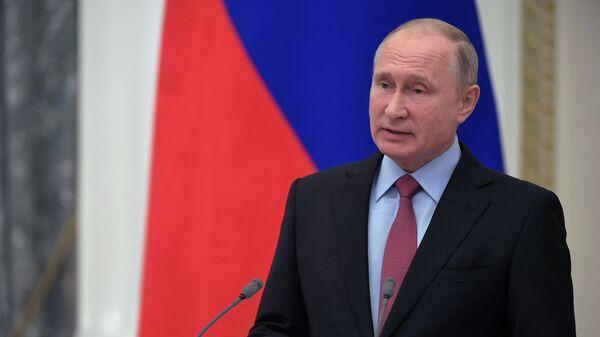 Президент России Владимир Путин выступает на торжественном мероприятии, посвящённом 25-летию избирательной системы России. 30 октября 2018