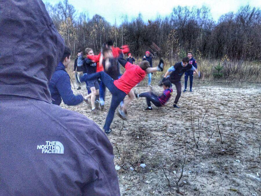 Организованные забивы среди околофутбольных фанатов. Скриншот со страницы группы Отбитый офник в социальной сети ВКонтакте