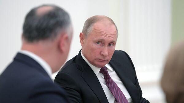 Президент РФ Владимир Путин и президент Молдавии Игорь Додон во время встречи. 31 октября 2018