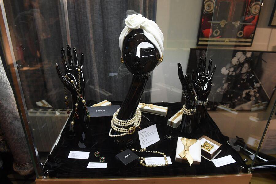 Женские аксессуары. Экспонаты выставки «Путешествия как искусство».