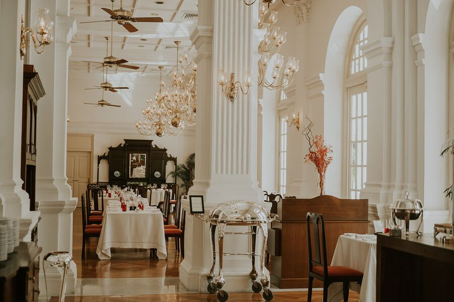 Ресторан в отеле Raffles Singapore