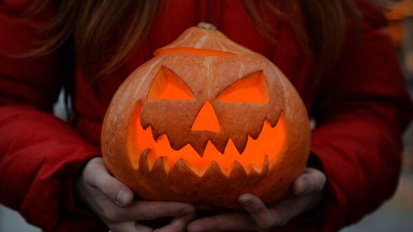 Участница Зомби-парада в канун Хэллоуина