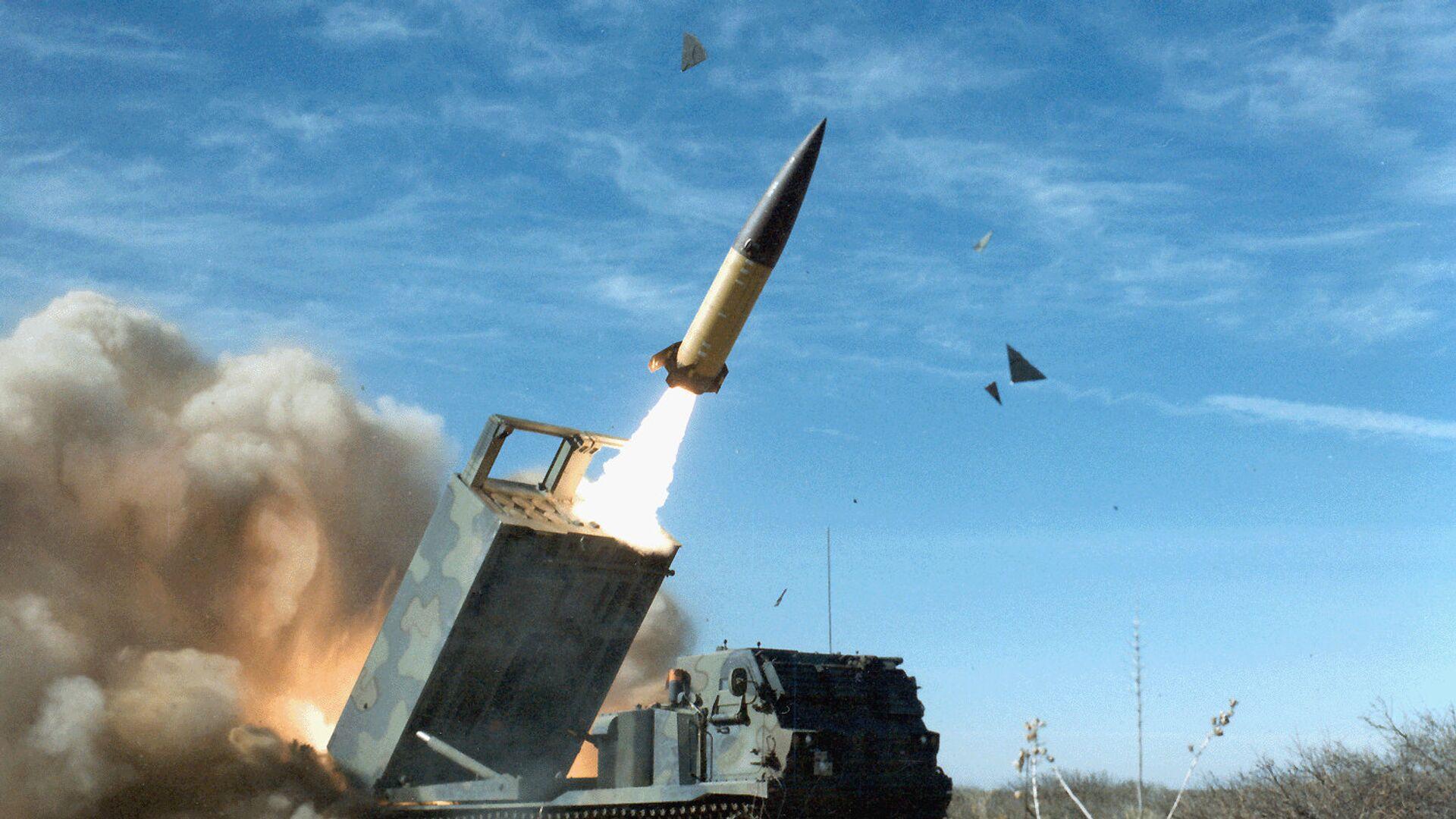 Американский оперативно-тактический ракетный комплекс MGM-140 ATACMS с баллистической ракетой малой дальности - РИА Новости, 1920, 14.06.2021
