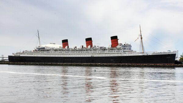Лайнер Queen Mary в порту Лонг-Бич, Калифорния, США