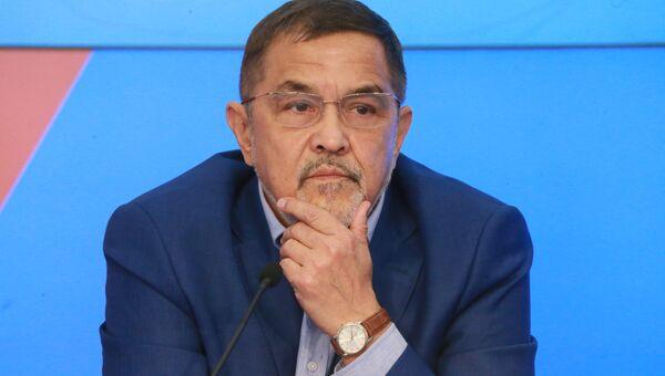 Главный редактор издания Украина.ру Искандер Хисамов во время пресс-конференции на тему: Азовский кризис: шаг к большой войне?