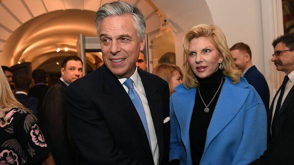 Посол США в РФ Джон Хантсман с супругой Мэри Кэй