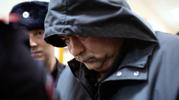 Сотрудник полиции Салават Галиев, обвиняемый в изнасиловании девушки-дознавателя, во время рассмотрения ходатайства следствия об аресте в Кировском районном суде в Уфе