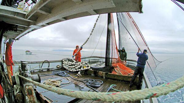 Ловля лосося на юго-востоке Аляски в районе гавани Элайза и острова Адмиралти