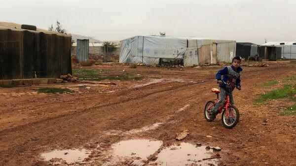 Стихийный палаточный городок сирийских беженцев. Архивное фото