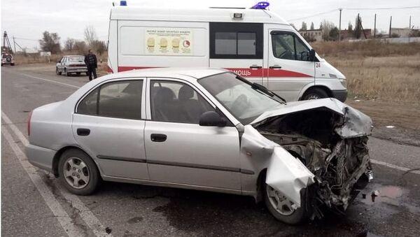 Столкновение автомашин Лада Приора и Хендэ Акцент на выезде из поселка Краснооктябрьский города Волжского. 6 ноября 2018