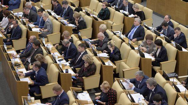 Депутаты на пленарном заседании Государственной Думы РФ. 6 ноября 2018