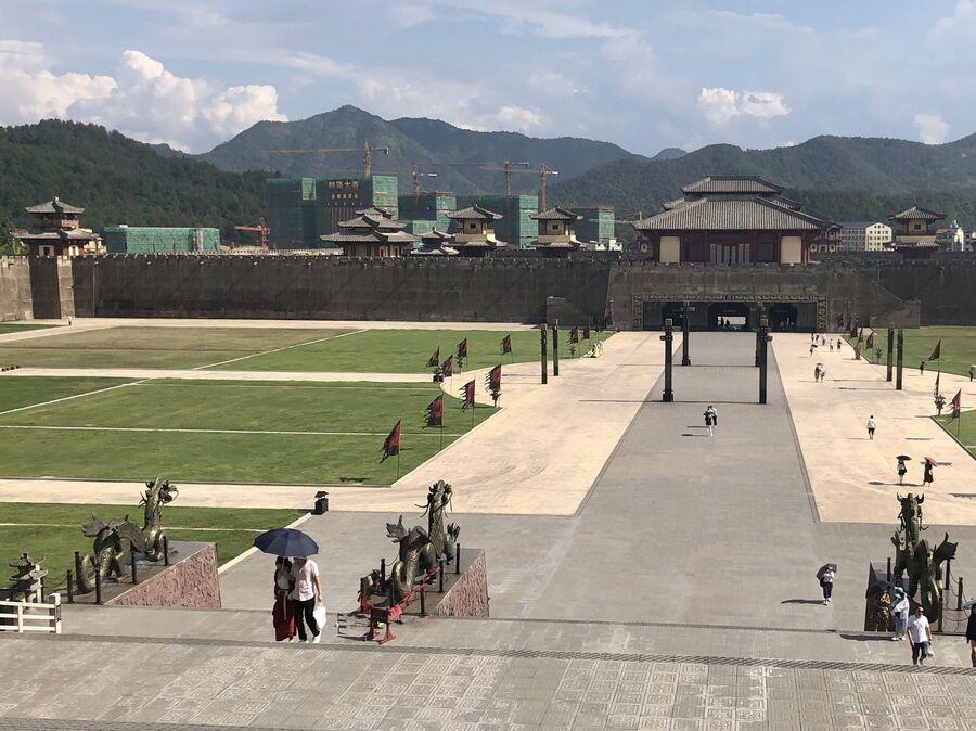 Вид на главные ворота, дворец Циньван, Чжэцзян, Китай