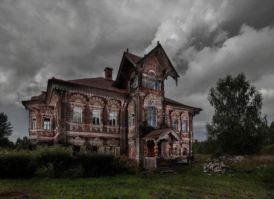 Работа немецкого фотографа Фрэнка Херфорта «Старый охотничий дом Поляшова II»
