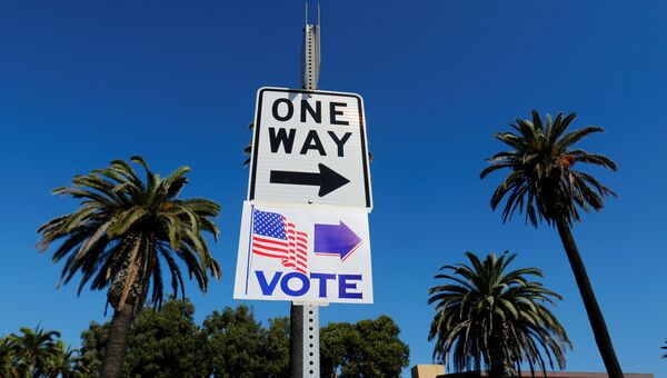 Указатель избирательного участка во время промежуточных выборов в конгресс США