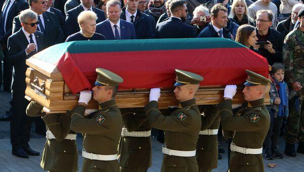 Перезахоронение останков командира лесных братьев Адольфаса Раманаускаса-Ванагаса в Вильнюсе. Архивное фото