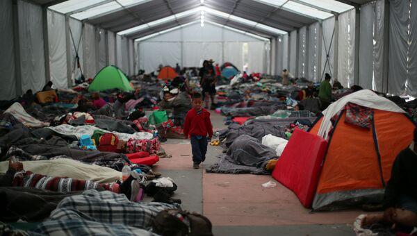 Мальчик-мигрант из Центральной Америки во временном лагере в Мехико, Мексика. 7 ноября 2018 года