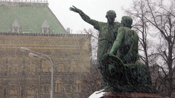 Памятник Минину и Пожарскому на Красной площади в Москве.