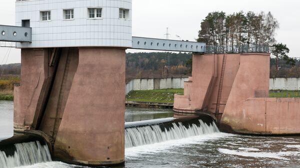 Плотина на Рублевской станции водоподготовки в Москве