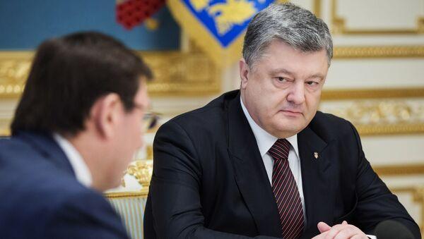 Президент Украины Петр Порошенко и генеральный прокурор Украины Юрий Луценко. Архивное фото
