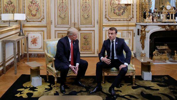 Президент США Дональд Трамп и президент Франции Эммануэль Макрон во время встречи в Париже. 10 ноября 2018