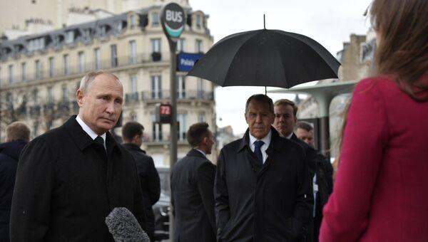 Президент РФ Владимир Путин отвечает на вопросы журналистов после церемонии возложения цветов к памятнику воинам Русского экспедиционного корпуса в Париже. 11 ноября 2018