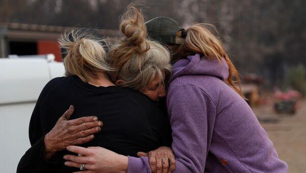 Женщины, спасавшие лошадей во время лесных пожаров в Калифорнии, США