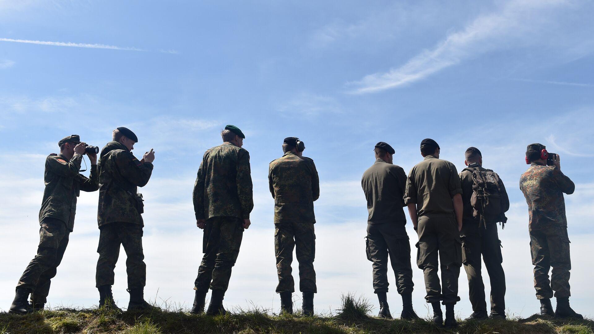 Солдаты Бундесвера во время учений в Германии  - РИА Новости, 1920, 16.06.2021