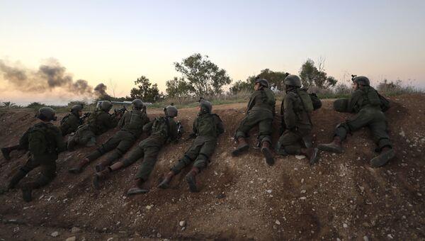 Израильские солдаты возле границы c сектором Газа. Архивное фото