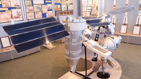 Макет космического аппарата Ресурс-П. Архивное фото