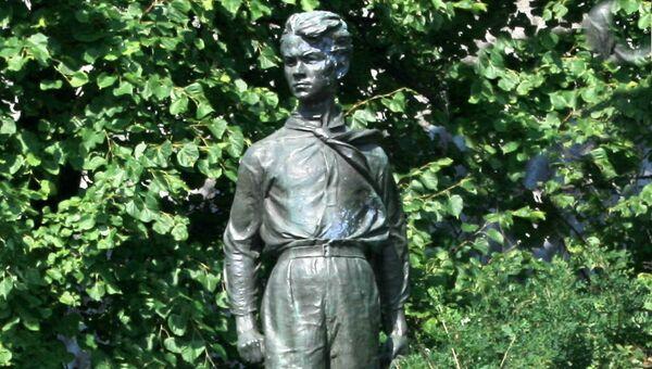 Памятник Павлику Морозову в деревне Герасимовка