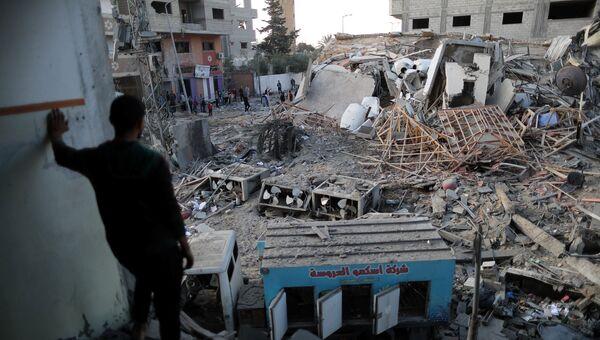Разрушенное в результате авиаударов Израиля здание телекомпании Хамас в секторе Газа