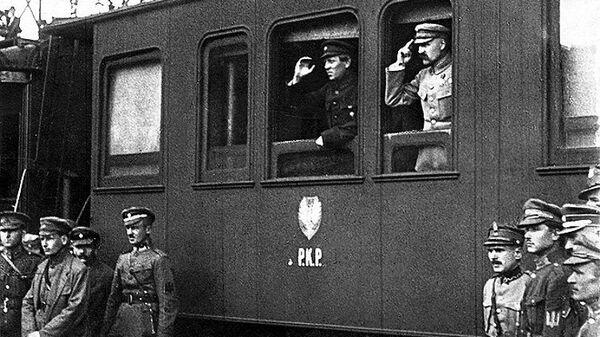 Председатель Директории УНР Симон Петлюра и Глава Польского государства Юзеф Пилсудский в Виннице. Апрель 1920 года